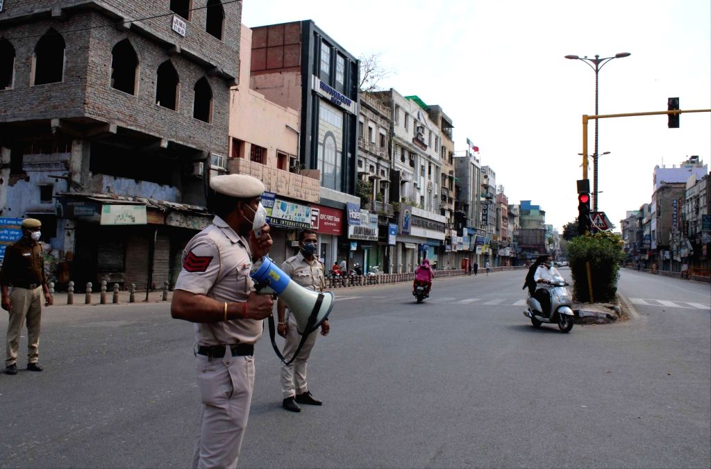 New Delhi: Police makes announcements during complete lockdown imposed in 560 districts in 32 states and union territories across the country as precautionary measures to contain the spread of the coronavirus,in New Delhi on March 24, 2020. (Photo: I