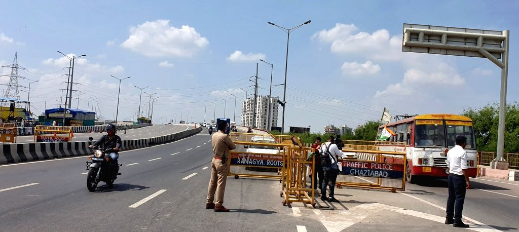 New Delhi : Police personnel keep vigil on NH-9 at UP gate over the Lakhimpur Kheri incident in Ghaziabad District on Monday October 04, 2021.