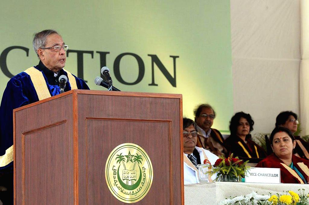President Pranab Mukherjee addresses at the Annual Convocation of Jamia Millia Islamia, in New Delhi on Nov 17, 2014. Also seen the Union Minister for Human Resource Development,  Smriti .. - Pranab Mukherjee and Smriti Irani
