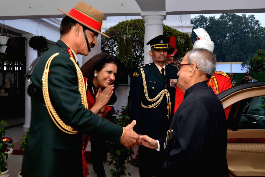 New Delhi:President Pranab Mukherjee being welcomed at the Army House by Chief of Army Staff General Dalbir Singh Suhag and his wife Namita Suhag for Army Day  reception in New Delhi, on Jan 15, ... - Pranab Mukherjee