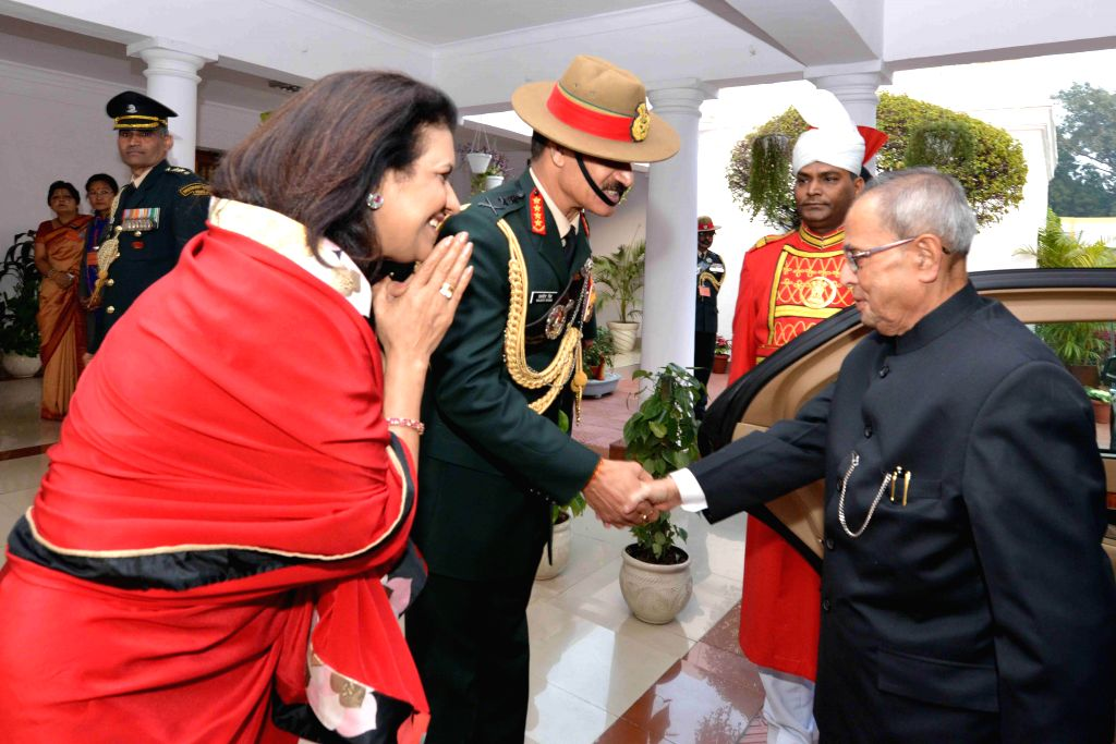 President Pranab Mukherjee being welcomed at the Army House by Chief of Army Staff General Dalbir Singh Suhag and his wife Namita Suhag for Army Day  reception in New Delhi, on Jan 15, ... - Pranab Mukherjee