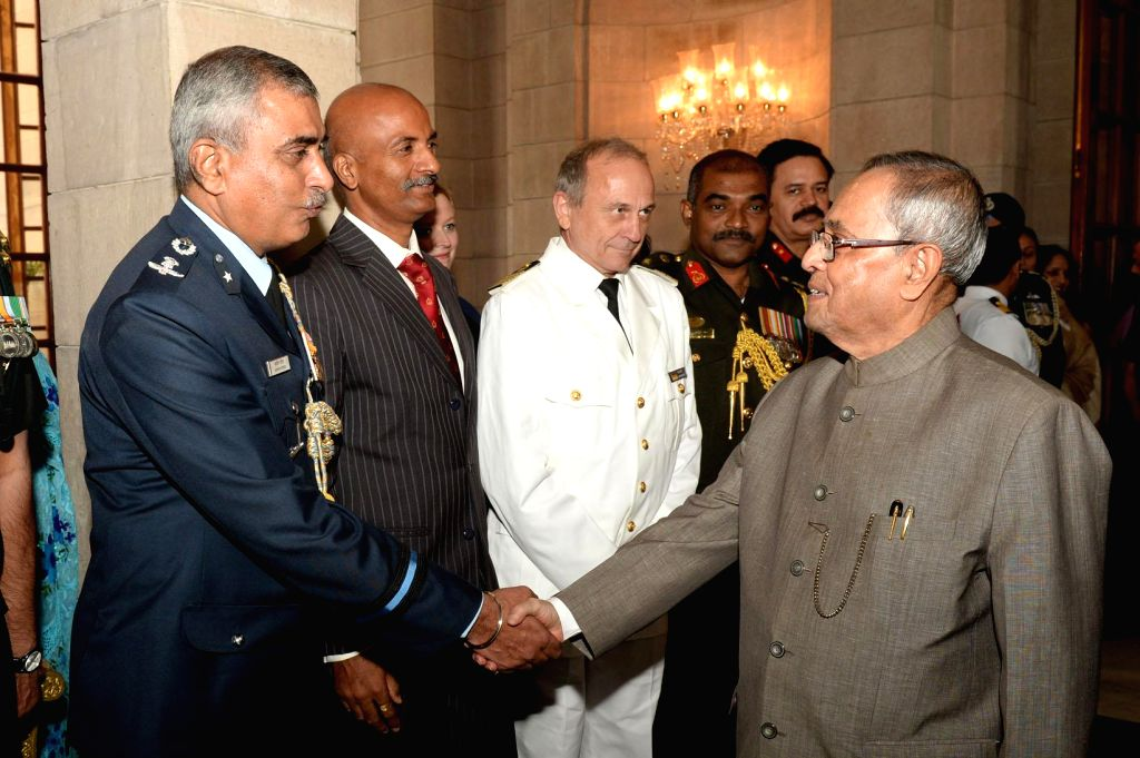 President Pranab Mukherjee interacts with Faculty of National Defence College at Rashtrapati Bhawan in New Delhi, on Nov 12, 2014. - Pranab Mukherjee