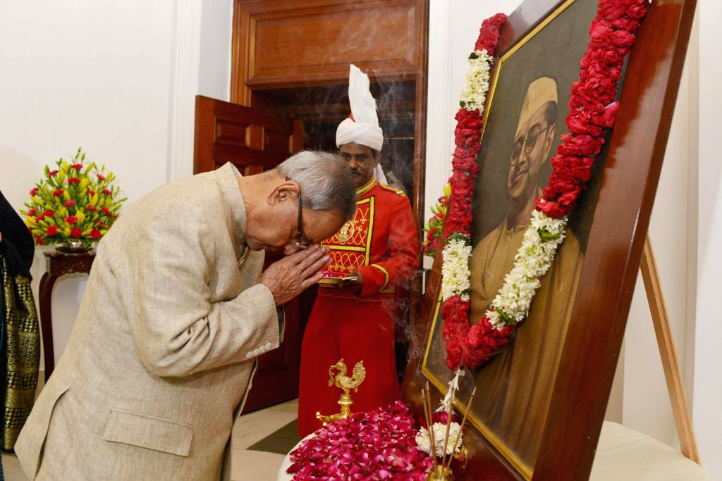 President Pranab Mukherjee paying tribute to Netaji Subhash Chandra Bose  on the occasion of his birth anniversary at Rashtrapati Bhavan on Jan. 23, 2015.