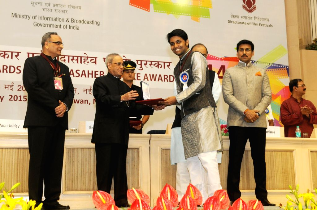 "President Pranab Mukherjee presents  the Rajat Kamal Award for Best Editing of the film ""Tigress Blood"" in Non Feature Films Section to the Editor, Andi Campbell Waite at the 62nd ... - Pranab Mukherjee and Andi Campbell Waite"