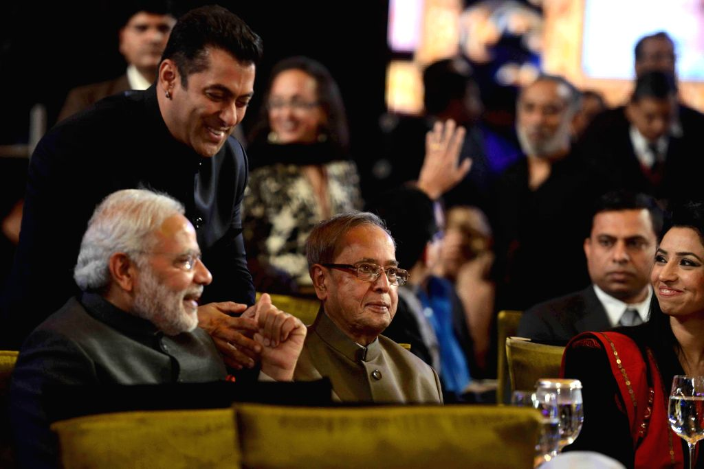 President Pranab Mukherjee, Prime Minister Narendra Modi and actor Salman Khan  during a programme organised to celebrate 21 years of a `Aap Ki Adalat` a TV show at Pragati Maidan in New .. - Narendra Modi and Pranab Mukherjee