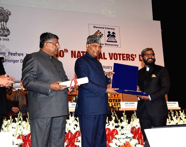 New Delhi: President Ram Nath Kovind accompanied by Union Law and Justice, Communications and Electronics and Information Technology Minister Ravi Shankar Prasad, confers National Award on Punjab Chief Electoral Officer S. Karuna Raju for making arra - Ravi Shankar Prasad and Nath Kovind