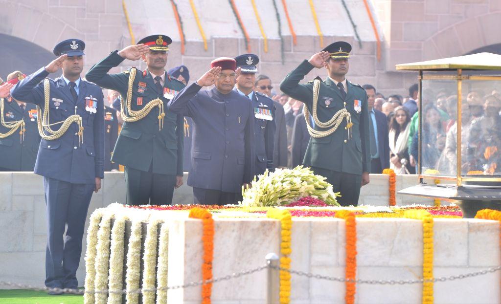 New Delhi: President Ram Nath Kovind pay tribute to Mahatma Gandhi on his death anniversary at Raj Ghat in New Delhi onJan. 30, 2019. (Photo: IANS) - Nath Kovind
