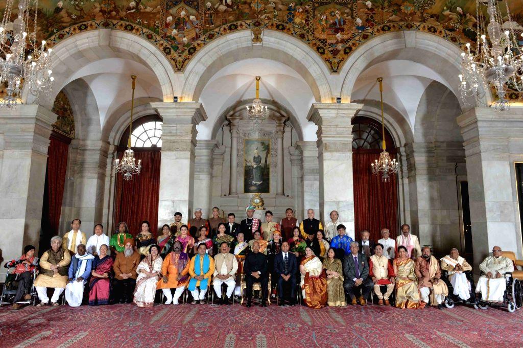 New Delhi: President Ram Nath Kovind with the recipients of Sangeet Natak Akademi Award 2017 at Rashtrapati Bhawan in New Delhi on Feb 6, 2019. The President on Wednesday presented the prestigious Sangeet Natak Akademi Awards for 2017 to 42 artists f - Nath Kovind