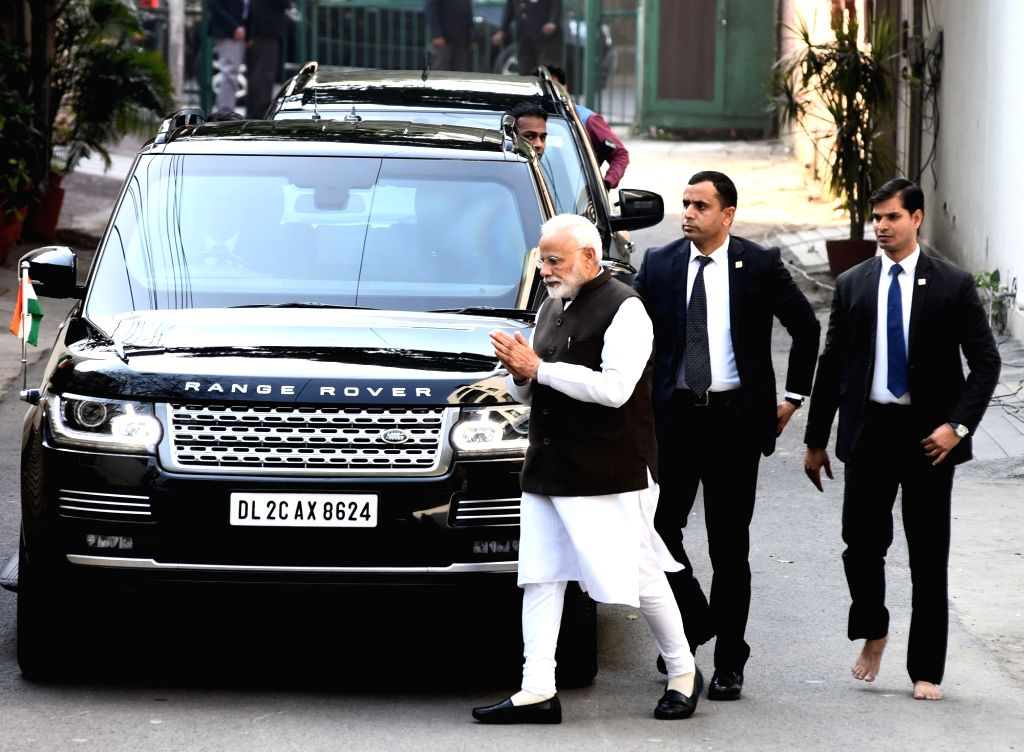 New Delhi: Prime Minister Narendra Modi arrives to pay his last respects to Former Defence Minister George Fernandes, who died at the age of 88 after prolonged illness, in New Delhi on Jan 29, 2019. (Photo: IANS) - Narendra Modi and Fernandes