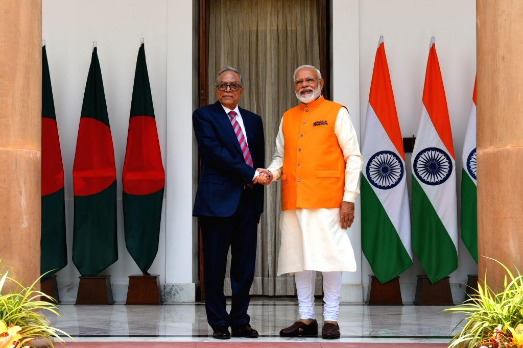 New Delhi: Prime Minister Narendra Modi meets Bangladesh President Abdul Hamid at Hyderabad House in New Delhi, on May 31, 2019. (Photo: IANS/MEA) - Narendra Modi