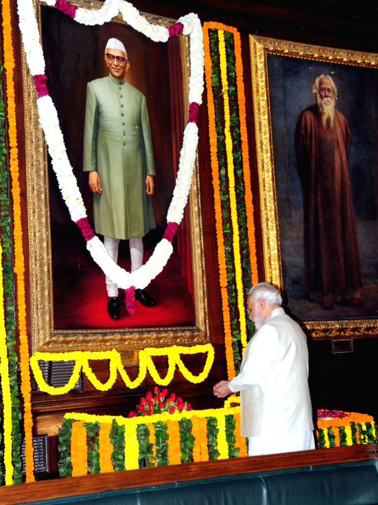 New Delhi: Prime Minister Narendra Modi pays tributes to the former Prime Minister of India, Morarji Desai, on the occasion of his birth anniversary, in New Delhi on Feb 28, 2018. (Photo: IANS/PIB) - Narendra Modi and Morarji Desai