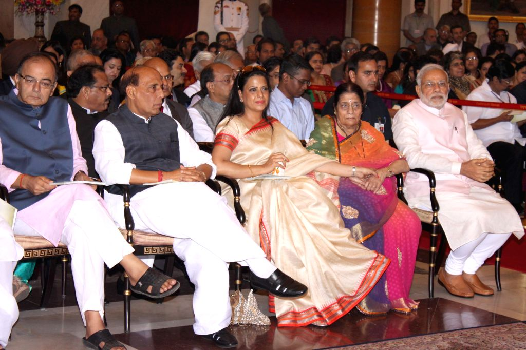 Prime Minister Narendra Modi, Union Home Minister Rajnath Singh, Union Minister for Finance, Corporate Affairs, and Information and Broadcasting Arun Jaitley and the family members of ... - Narendra Modi, Rajnath Singh, Arun Jaitley and L K Advani