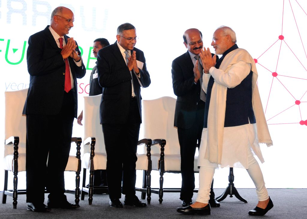 Prime Minister Narendra Modi with the Chairman of Nasscon R.Chandrasekaran during a programme organised on the 25th Foundation Day of Nasscom in New Delhi, on March 1, 2015. - Narendra Modi
