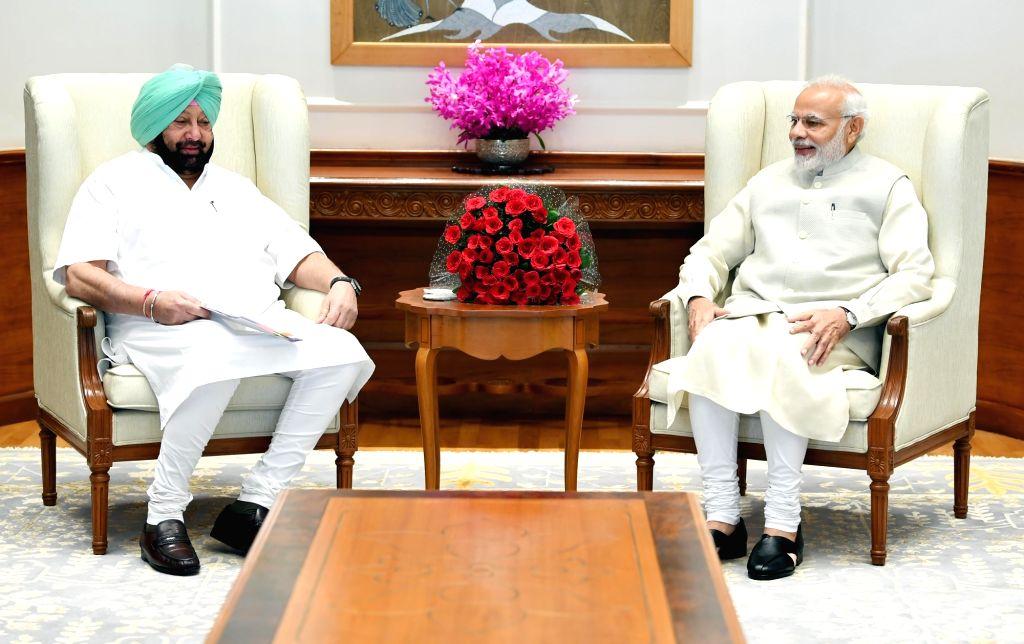:New Delhi: Punjab Chief Minister Amarinder Singh calls on Prime Minister Narendra Modi, in New Delhi, on Oct 18, 2018. (Photo: IANS).