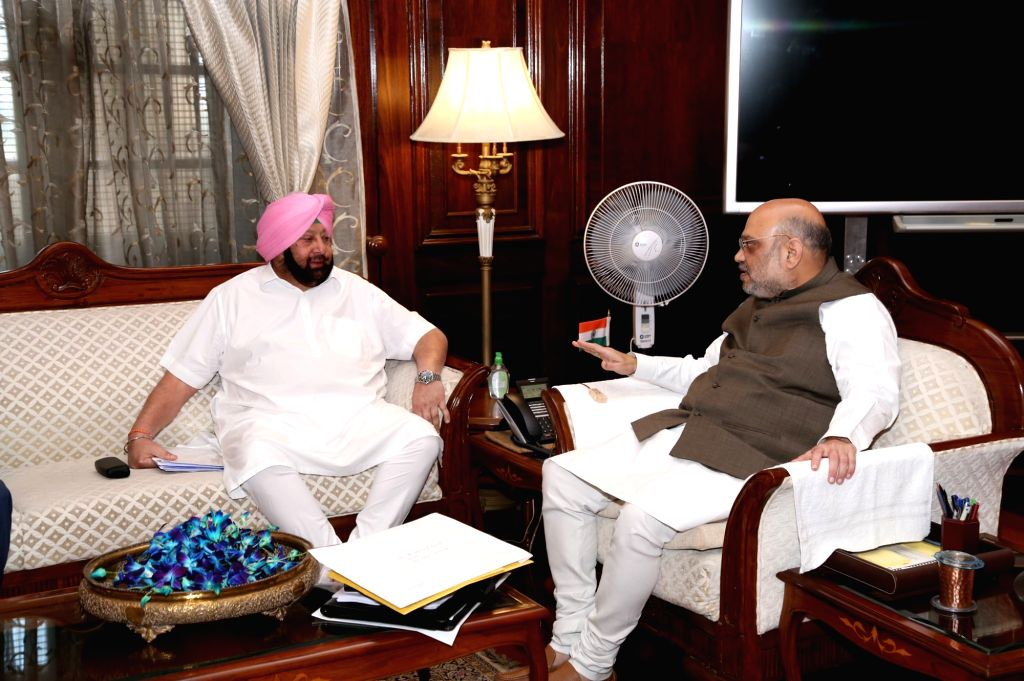 New Delhi: Punjab Chief Minister Captain Amarinder Singh meets Union Home Minister Amit Shah in New Delhi on Sep 3, 2019. (Photo: Twitter/@HMOIndia) - Captain Amarinder Singh and Amit Shah