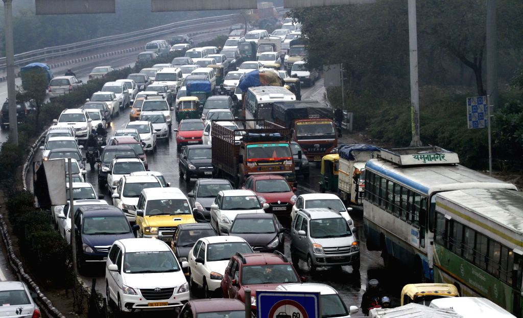 Rains slow down traffic in New Delhi on Jan 22, 2015.