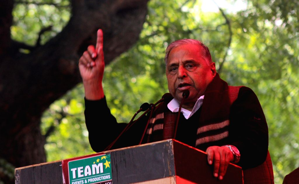 Samajwadi Party supremo Mulayam Singh Yadav  addresses during a programme organised at Jantar Mantar in New Delhi, on Dec 22, 2014. - Mulayam Singh Yadav