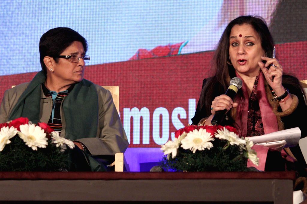 Social activist Dr Kiran Bedi and Journalist Nalini Singh during a discussion on `Battling Demons: Inner and Outer` organised by Colours TV, in New Delhi on Jan. 13, 2015. - Kiran Bedi and Nalini Singh