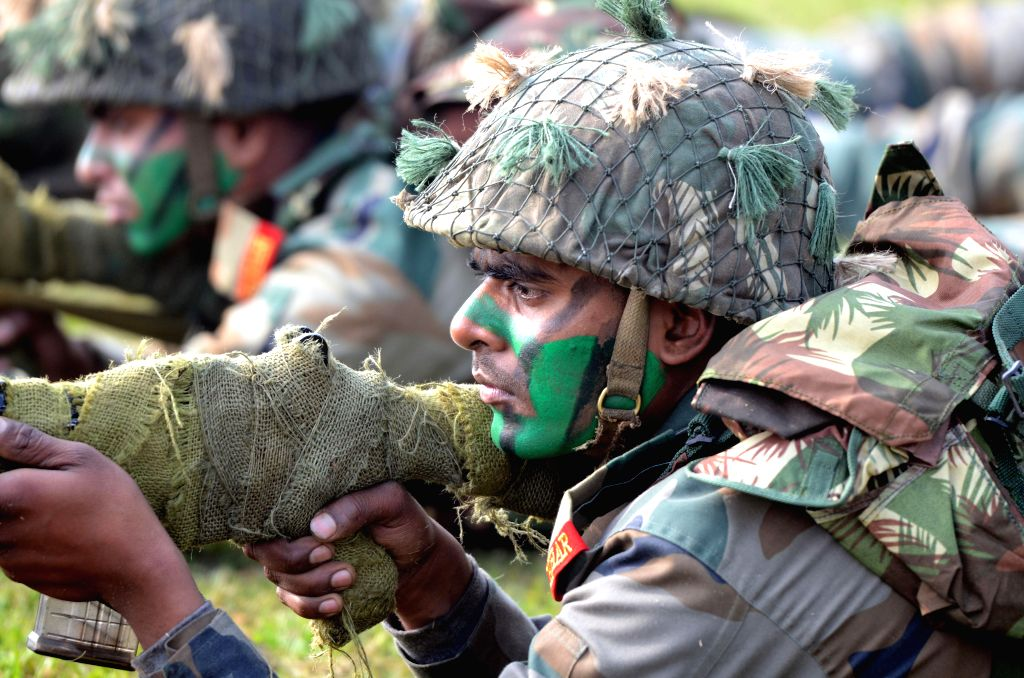 Soldiers in their combat fatigue display their skills during Army Day celebrations in New Delhi on Jan 15, 2015.