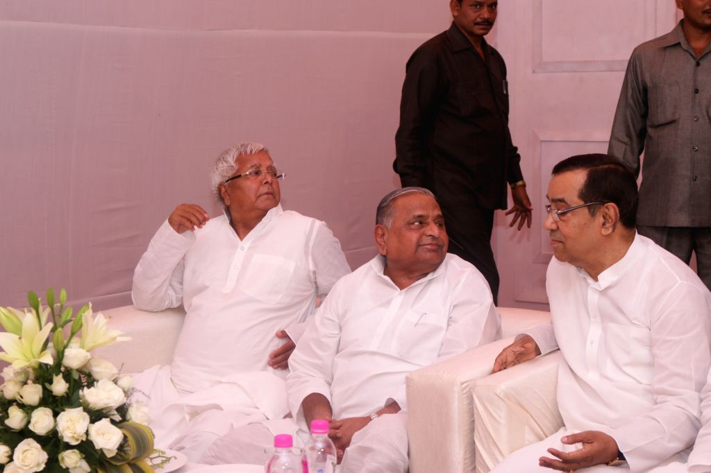 SP chief Mulayam Singh and RJD chief Lalu Yadav during a party Janata Parivar meeting at SP chief Mulayam Singh's residence in New Delhi, on April 15, 2015. - Mulayam Singh and Lalu Yadav
