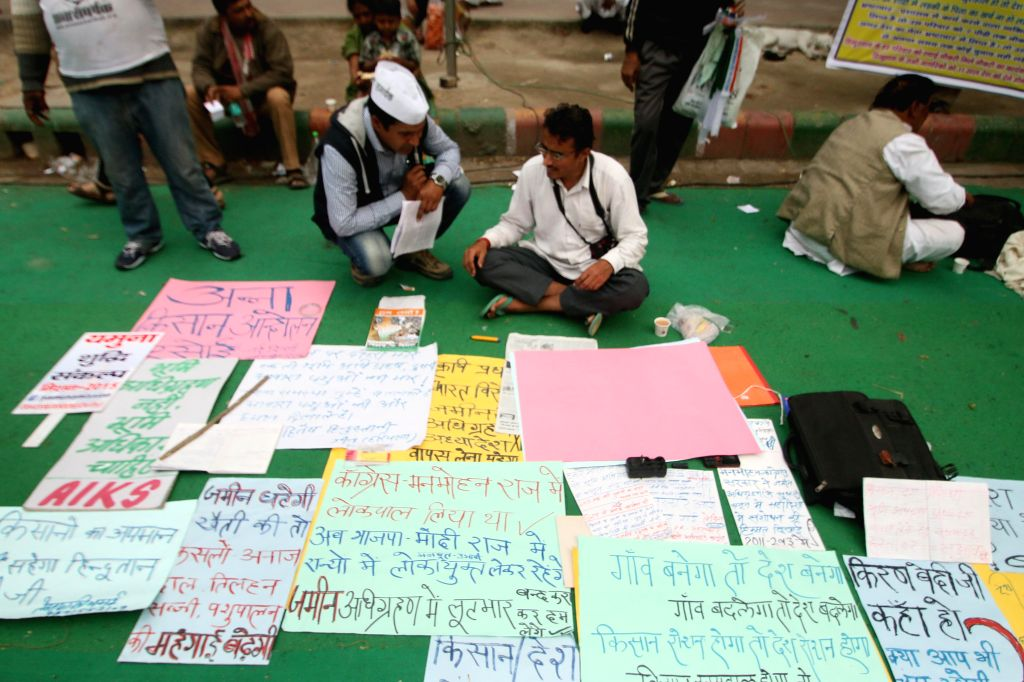 Supporters of social activist Anna Hazare participate in a protest against the land ordinance passed by the NDA government at Jantar Mantar in New Delhi, on Feb 23, 2015.