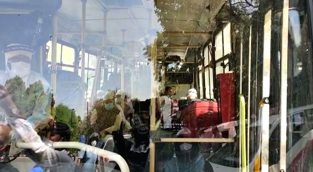 New Delhi: Suspected coronavirus patients being taken to a hospital in a bus from Delhi's Nizamuddin area where a religious congregation of 2000 people at a mosque has thrown up several corona positive cases as six of the persons who returned to Tela