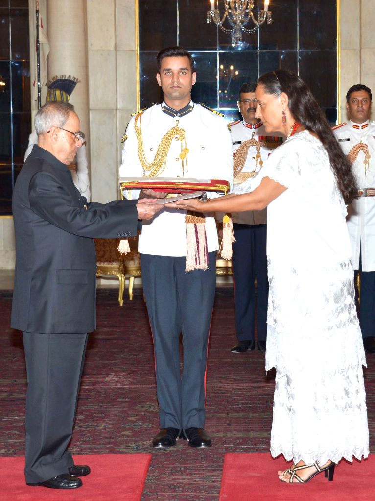The ambassador-designate of Mexico Melba Maria Pria Olavarrieta presents his credentials to the President Pranab Mukherjee, at Rashtrapati Bhavan, in New Delhi on April 30, 2015. - Pranab Mukherjee