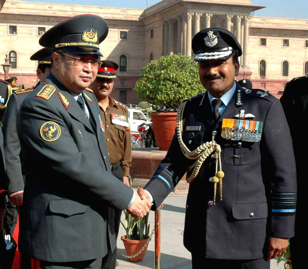 The Chief of the Air Staff, Air Chief Marshal Arup Raha receives the chief of Kazakhstan Armed Forces Zhasuzakov Saken Adilkhanovich at South Block in New Delhi, on Dec 8, 2014.