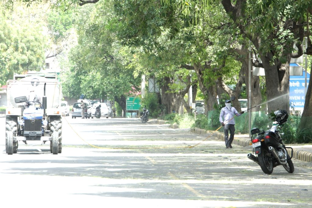 "New Delhi: The New Delhi District Magistrate has ""contained"" the Bengali Market area, along with Babar Road, Todarmal Road, Babar Lane and School Lane after three positive cases were found in the Bengali Market area; in New Delhi on April 9, 2020. (P"