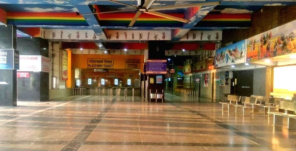 New Delhi: The new Delhi Railway Station bears a deserted look during the nationwide 'Janata Curfew' imposed in the wake of increasing cases of COVID-19 amid coronavirus pandemic, on March 22, 2020. (Photo: IANS)