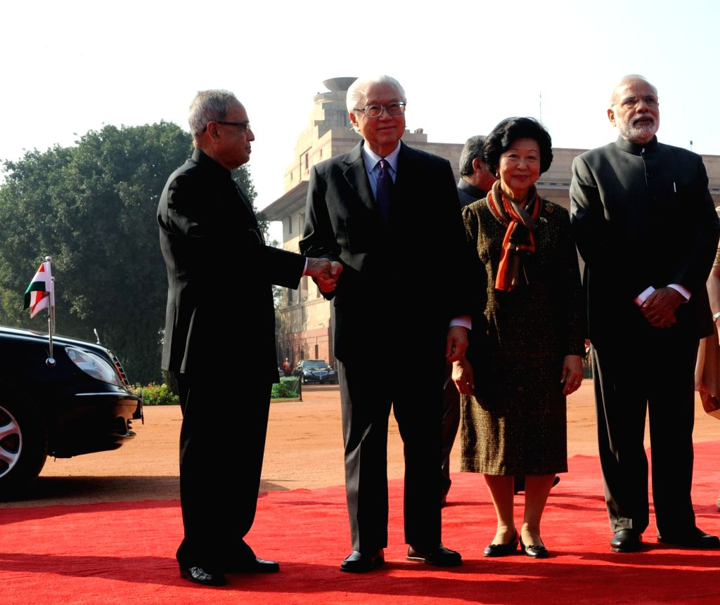 The President of the Republic of Singapore Dr. Tony Tan Keng Yam and Mary Tan being welcomed by the President Pranab Mukherjee and the Prime Minister Narendra Modi on their arrival at the . - Narendra Modi and Pranab Mukherjee
