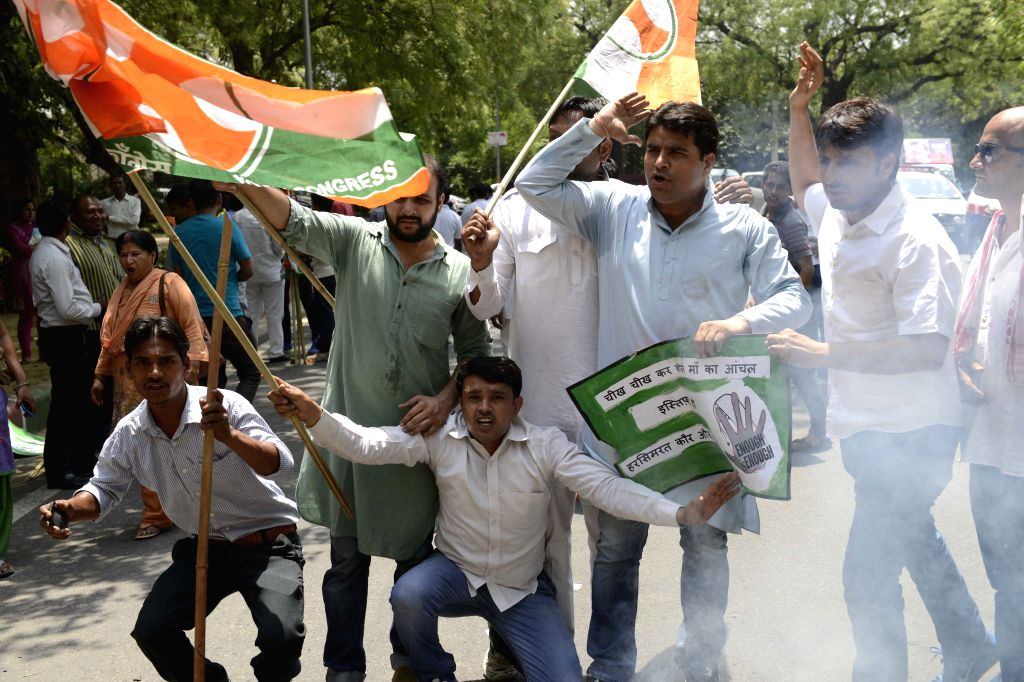 The Youth Congress activists demonstration against Punjab`s Moga molestation case near the residence of Union Food Processing Minister Harsimrat Kaur Badal, in New Delhi, on May 1, 2015. - Harsimrat Kaur Badal