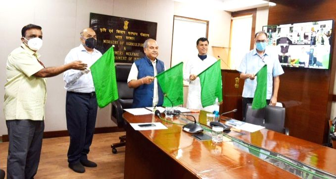 New Delhi: Union Agriculture & Farmer Welfare, Rural Development and Panchayati Raj Minister Narendra Singh Tomar accompanied by Union MoS Railways Suresh C. Angadi, flags off South India's 1st and the country's 2nd Kisan Rail between Anantapur a - Narendra Singh Tomar