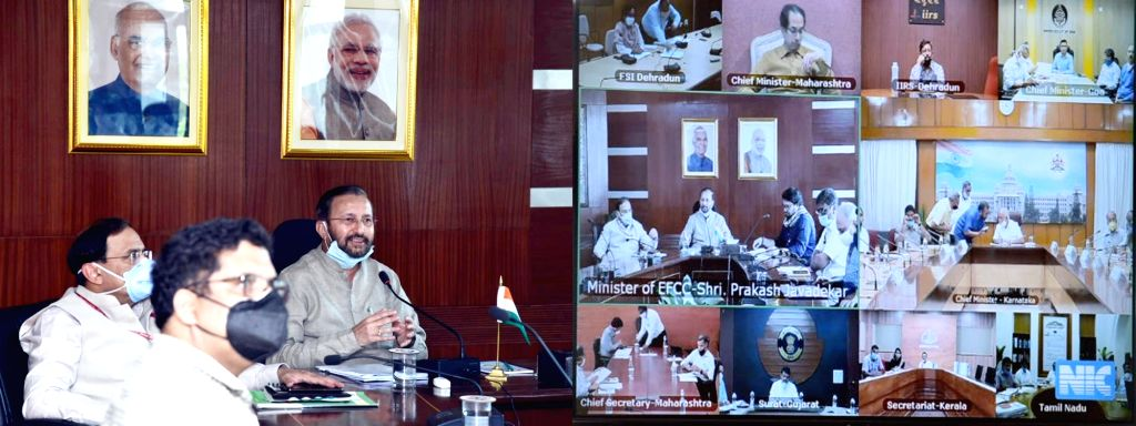 New Delhi: Union Environment, Forest & Climate Change, Information & Broadcasting and Heavy Industries and Public Enterprise Minister Prakash Javadekar holds a meeting with the Chief Ministers of Karnataka, Maharashtra, Goa & Forest Ministers of Kera - Prakash Javadekar
