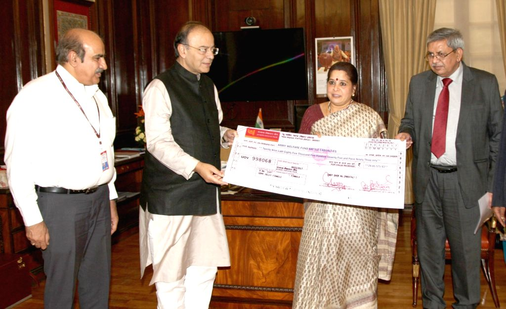 New Delhi : Union Finance Minister Arun Jaitley receives a cheque of Rs. 29.85 lakh from MD and CEO of Punjab National Bank Usha Ananthasubramanian towards Army Battle Casualties Welfare Fund in New ... - Arun Jaitley