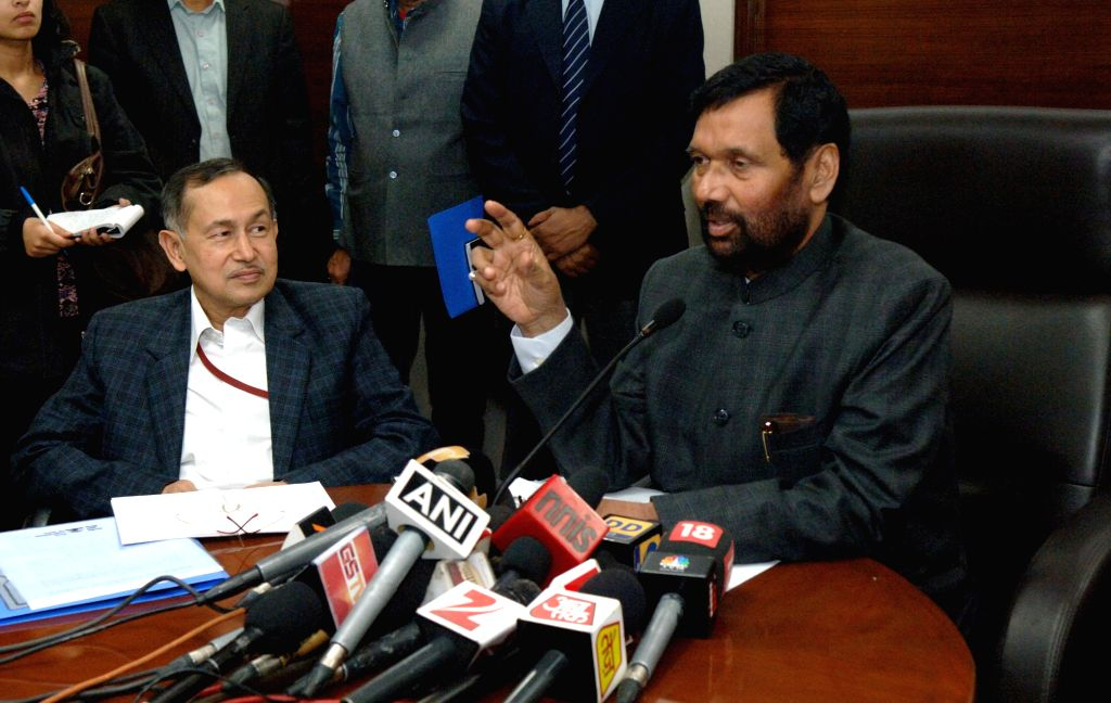 Union Minister for Consumer Affairs, Food and Public Distribution Ram Vilas Paswan briefing the media regarding the implementation of Food Security Act after reviewing it with State Food ..