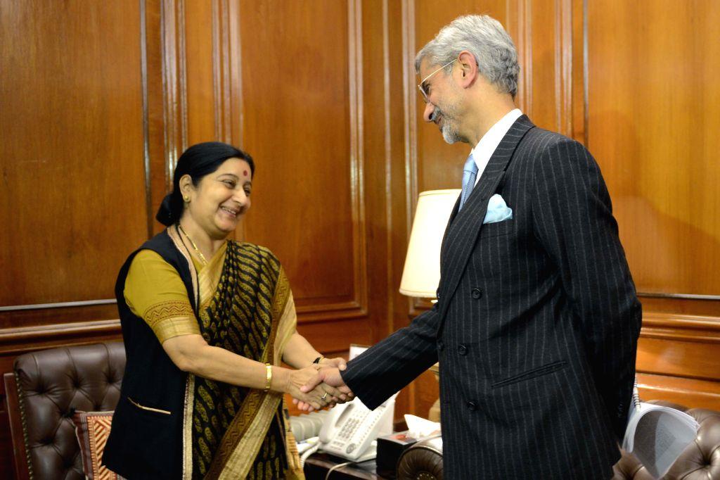 Union Minister of External Affairs Sushma Swaraj welcome Subrahmanyam Jaishankar as he took charge as the new foreign secretary on Jan. 29, 2015. - Sushma Swaraj