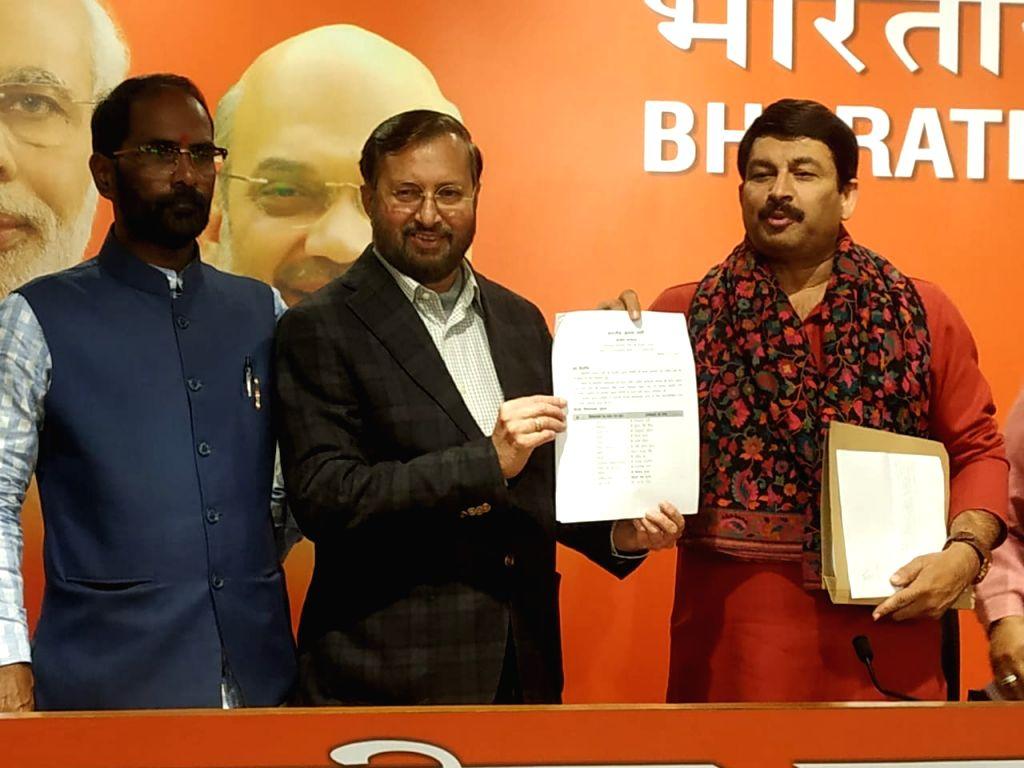 New Delhi: Union Minister Prakash Javadekar and Delhi BJP President Manoj Tiwari at a press conference at the party's headquarters in New Delhi on Jan 17, 2020. (Photo: IANS) - Prakash Javadekar