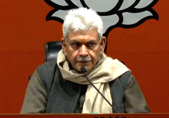 New Delhi: Union MoS Communications and Railways and BJP leader Manoj Sinha addresses a press conference in New Delhi, on Jan 24, 2019. (Photo: IANS) - Manoj Sinha
