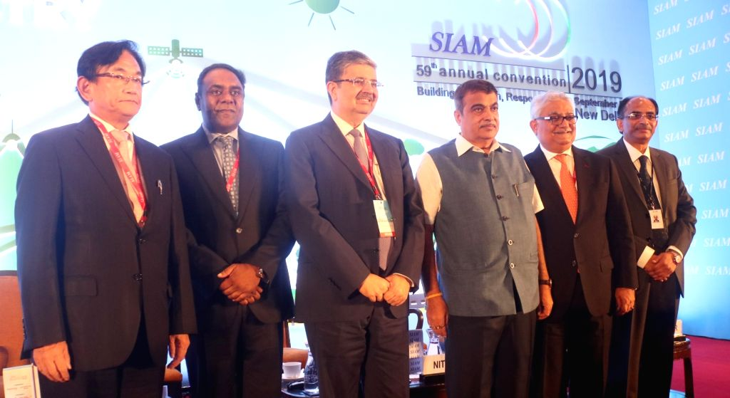 New Delhi: Union Road Transport and Highways Minister Nitin Gadkari, Society of Indian Automobile Manufacturers (SIAM) President Rajan Wadhera and other dignitaries at the 59th SIAM annual ... - Nitin Gadkari
