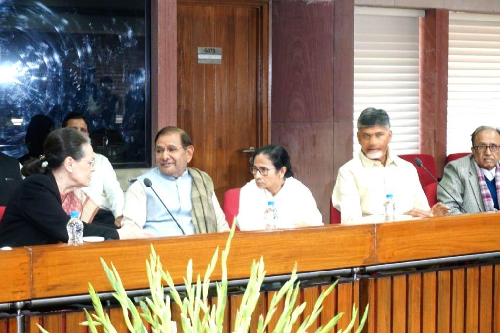 New Delhi: UPA chairperson Sonia Gandhi, Loktantrik Janata Dal leader Sharad Yadav, West Bengal Chief Minister and Trinamool Congress supremo Mamata Banerjee and Andhra Pradesh Chief Minister N. Chandrababu Naidu  at opposition parties' meeting in Ne - N. Chandrababu Naidu, Sonia Gandhi, Sharad Yadav and Mamata Banerjee
