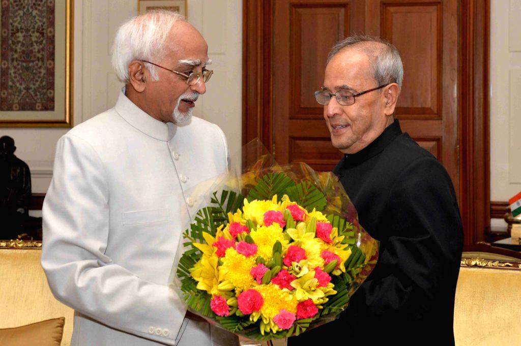 :New Delhi: Vice President Mohammad Hamid Ansari greets President Pranab Mukherjee on Diwali at Rashtrapati Bhawan in New Delhi on Nov 11, 2015. (Photo: IANS/RB). - Pranab Mukherjee