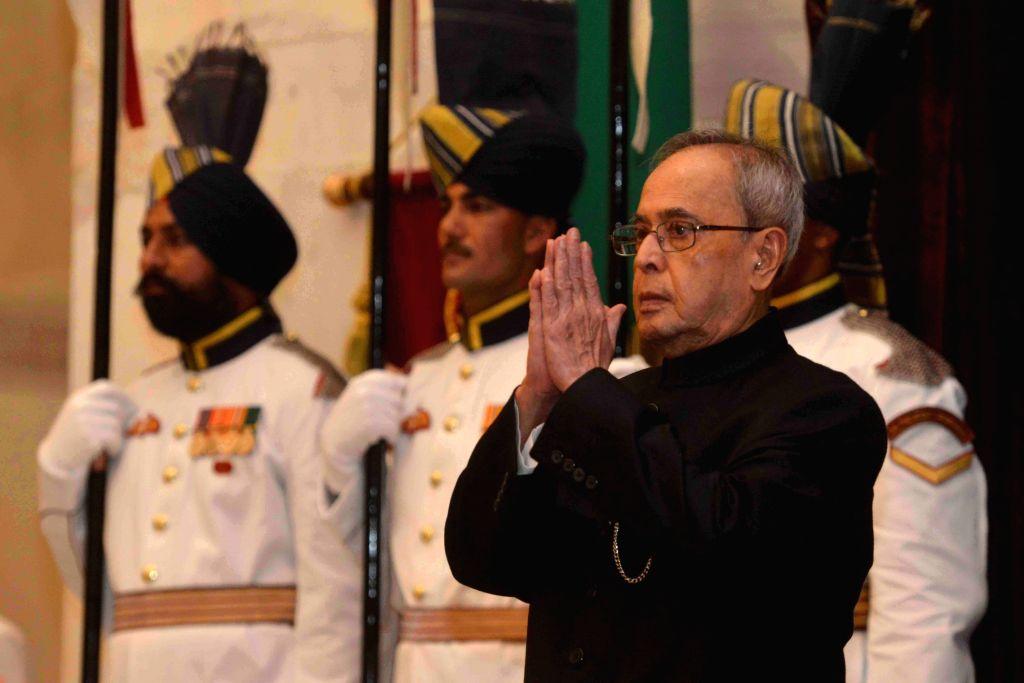 Vice President Mohd. Hamid Ansari, Prime Minister Narendra Modi, Union Home Minister Rajnath Singh and other dignitaries at a Civil Investiture Ceremony, at Rashtrapati Bhavan, in New ... - Narendra Modi and Rajnath Singh