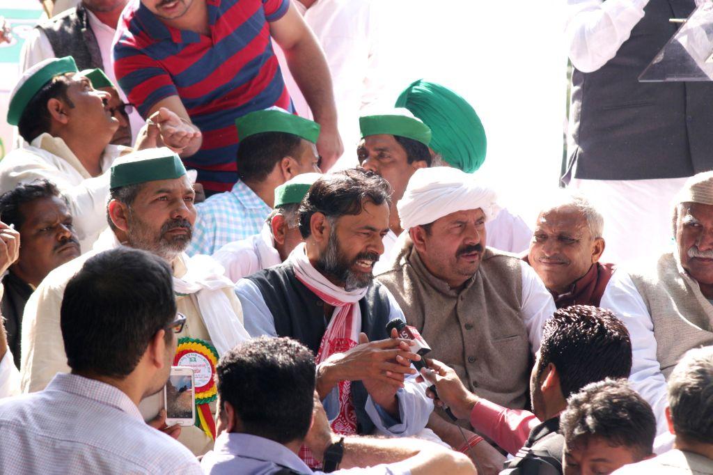 Yogendra Yadav participates in `Kisan Mahapanchayat` organised by Bhartiya Kisan Union to protest against the land acquisition bill at Jantar Mantar in New Delhi on March 18, 2015. - Yogendra Yadav