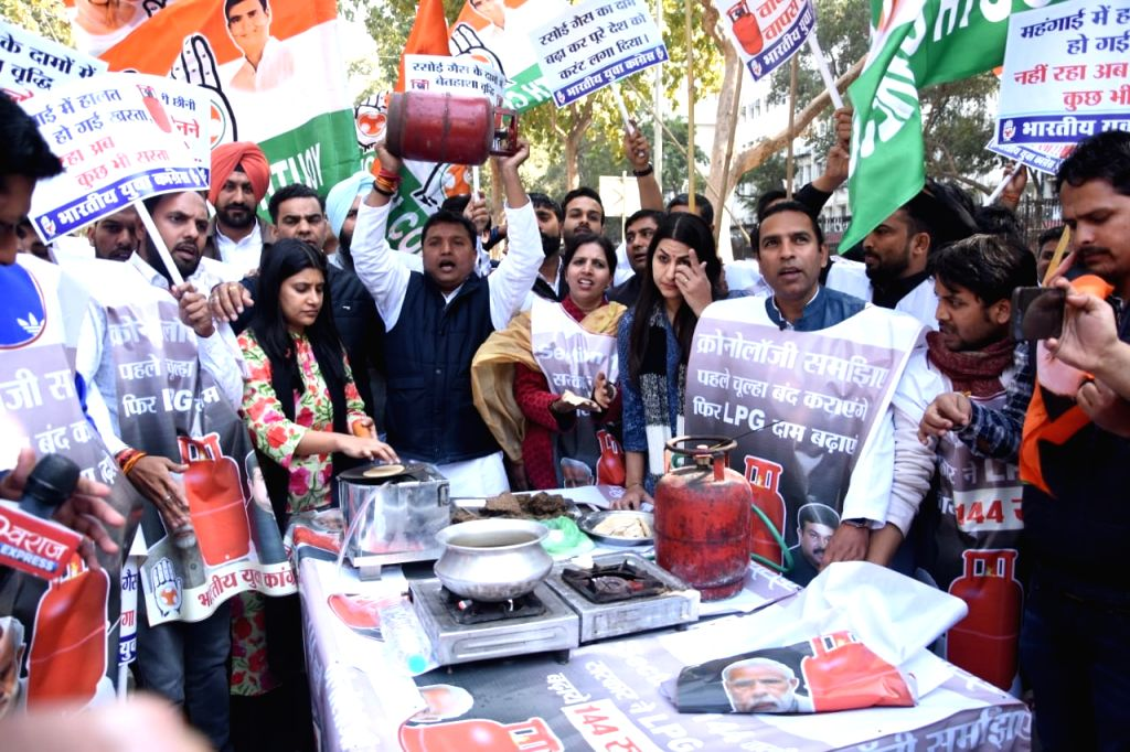 New Delhi: Youth Congress activists stage a demonstration demanding roll-back of LPG price hike, outside Petroleum Ministry building at Shastri Bhawan in New Delhi on Feb 14, 2020. (Photo: IANS)