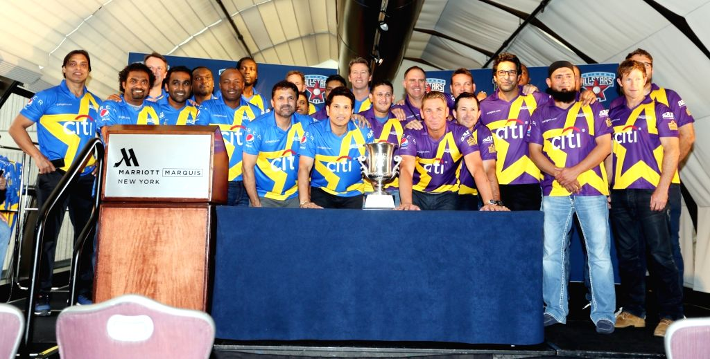 :New York: Cricketers Sachin Tendulkar and Shane Warne with their teams ``Sachin`s Blasters`` and ``Warne`s Warriors`` during a press conference to announce the team draws of All Stars Cricket ... - Sachin Tendulkar