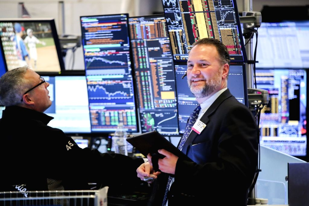 NEW YORK, Feb. 25, 2019 - Traders work at the New York Stock Exchange in New York, the United States, on Feb. 25, 2019. U.S. stocks ended higher on Monday. The Dow climbed 0.23 percent to 26,091.95, ...