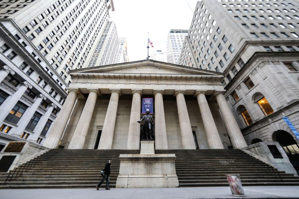 NEW YORK, Jan. 12, 2019 (Xinhua) -- Photo taken on Jan. 12, 2019 shows the Federal Hall National Memorial, a tourist attraction which is closed due to partial government shutdown, in New York, the United States, Jan. 12, 2019. As the clock struck mid