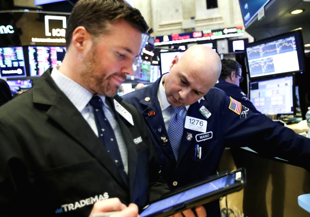 NEW YORK, Jan. 9, 2019 (Xinhua) -- Traders work at the New York Stock Exchange in New York, the United States, Jan. 9, 2019. U.S. stocks closed higher on Wednesday after the summary of Federal Reserve's meeting held in December showed the central ban