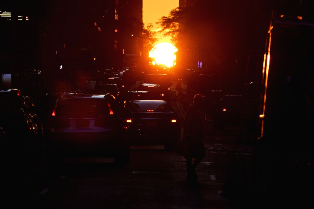 NEW YORK, July 13, 2019 (Xinhua) -- Photo taken on July 12, 2019 shows the Manhattanhenge in Manhattan, New York, the United States. The Manhattanhenge refers to the twice-a-year circumstance during which the setting sun aligns precisely with the eas